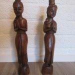 Thaise welkomst beeldjes van hout van Ruigoord