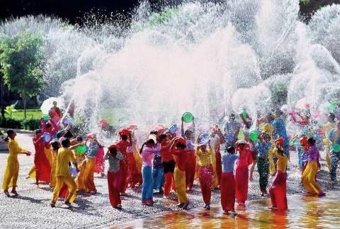 Songkran water festival jaarwisseling in Thailand